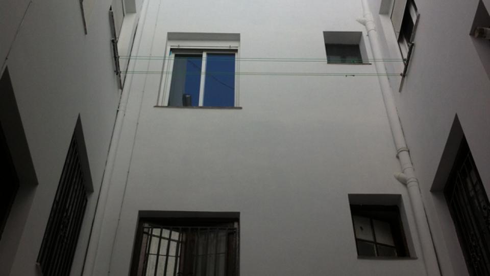 Rehabilitación-de-Edificios-Espiritu-Santo-Madrid-patio-pequeno-reformado