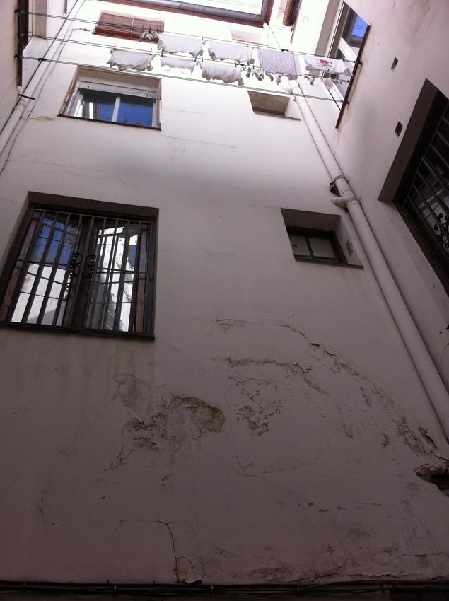Rehabilitación-de-Edificios-Espiritu-Santo-Madrid-patio-pequeno-sin-reforma